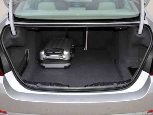BMW-5-Series_2011_22
