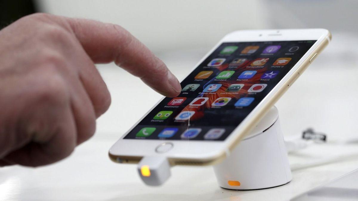 На Apple подали в суд из-за низких продаж iPhone
