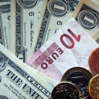 Гривна продолжила укрепляться относительно доллара: курс валют в Украине на 18 февраля