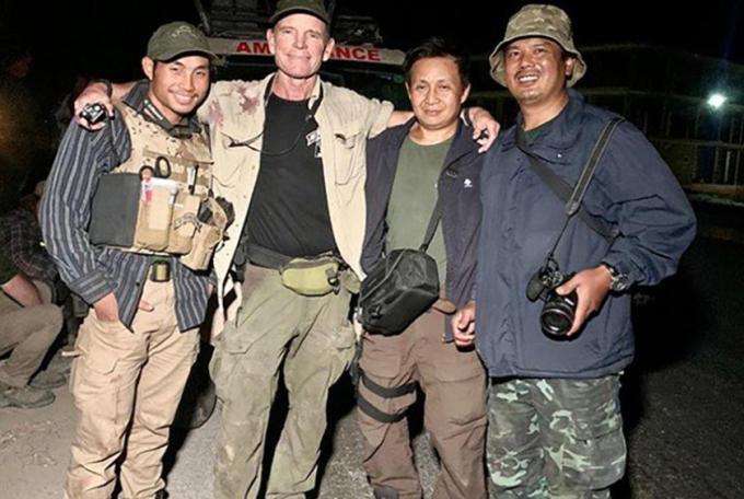 ဇော်ဆိုင်း (ယာအစွန်ဆုံး)ကို လုပ်ဖော်ကိုင်ဖက်များနှင့်အတူ တွေ့မြင်ရစဉ် (Photo : South China Morning Post)