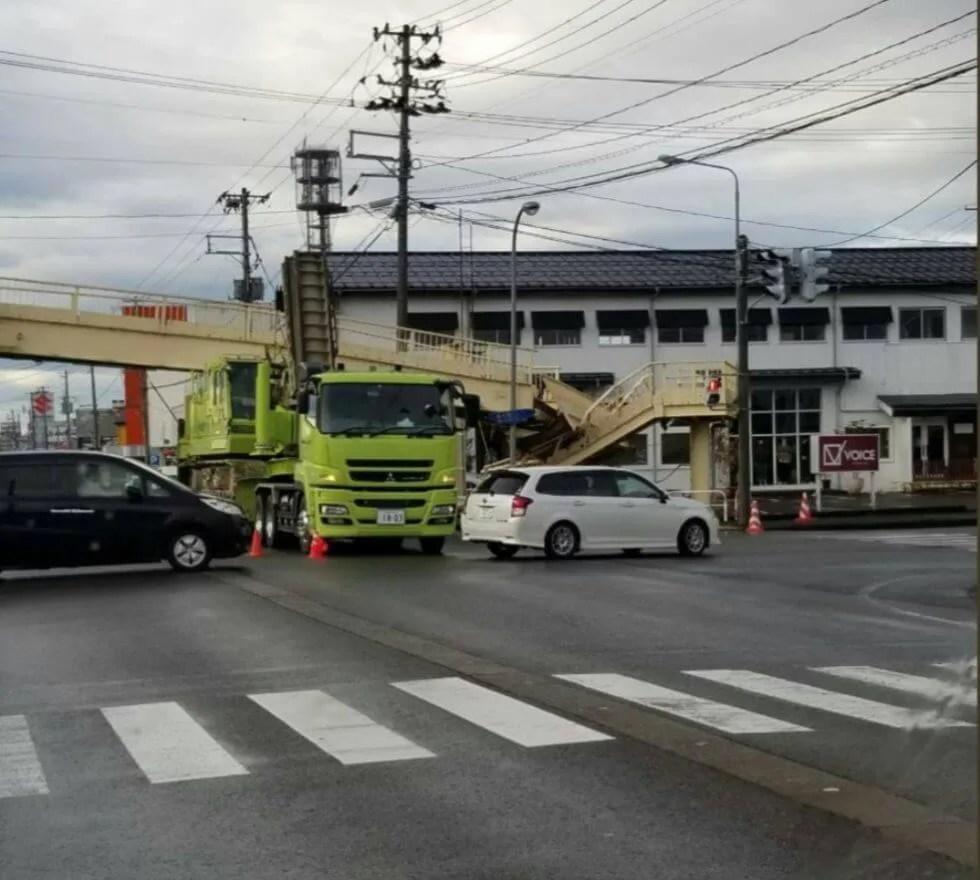 新潟県長岡市大型トレーラー事故