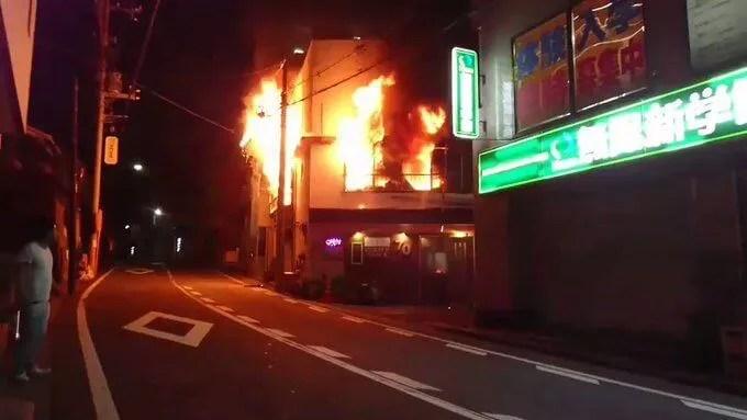 fire scene 神奈川県横浜市南区伏見町1丁目JUMBLE SNACK NAO 70で火災