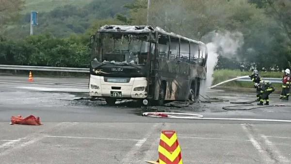 東名高速中井パーキングエリアでバス車両火災今日発生