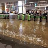 総武本線 新小岩駅がゲリラ豪雨で浸水
