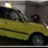 天王寺駅前で黄色いタクシーが自転車の前で急ブレーキ