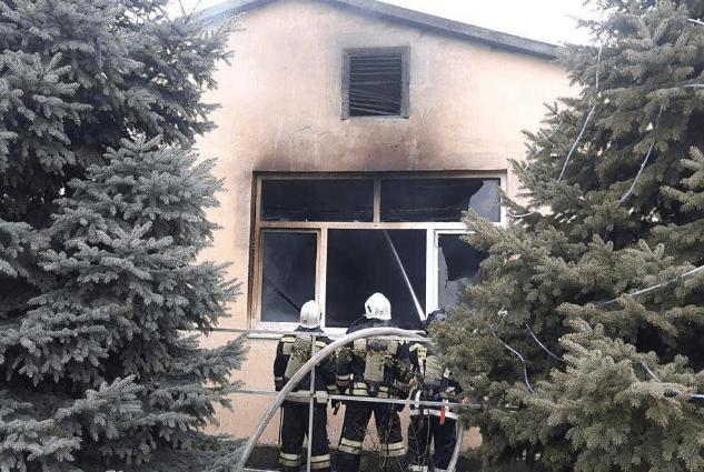 В Минеральных Водах горел крупный мебельный цех