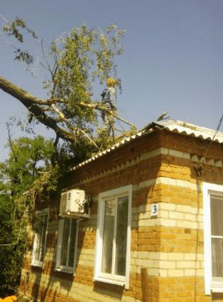 Cпасатели устранили последствия урагана на Ставрополье