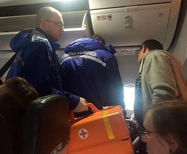 Пожилой мужчина умер на борту самолета по пути в Махачкалу