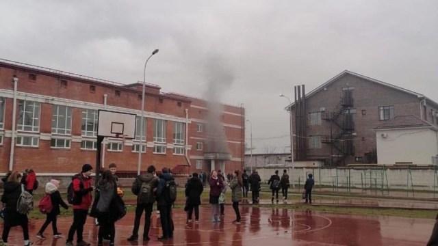 Занятия в школе Краснодара отменили из-за небольшого пожара в электрощитовой