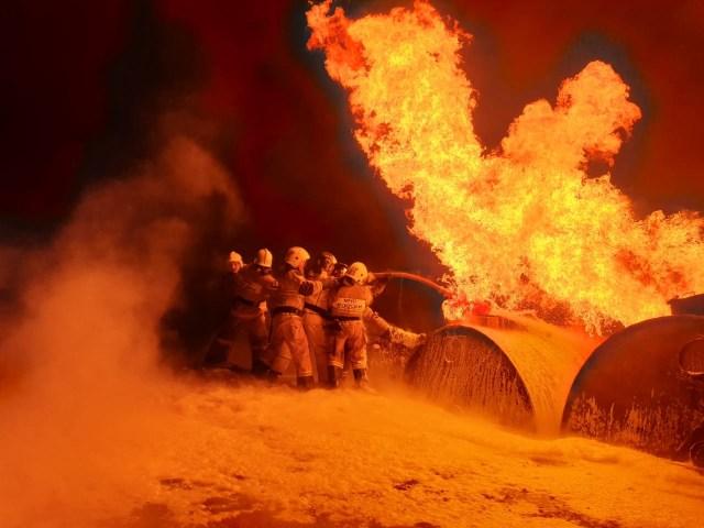 Цистерны с бензином загорелись на АЗС в Чечне