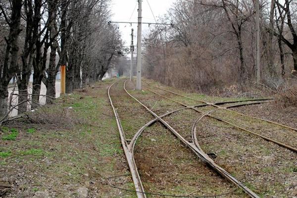 В Новочеркасске злоумышленники сняли со столбов трамвайные провода