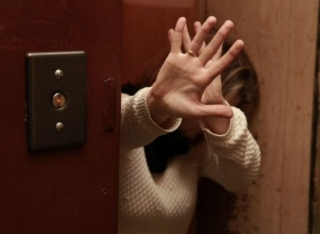 Жительницу Усть – Джегуты пытался изнасиловать в лифте мужчина