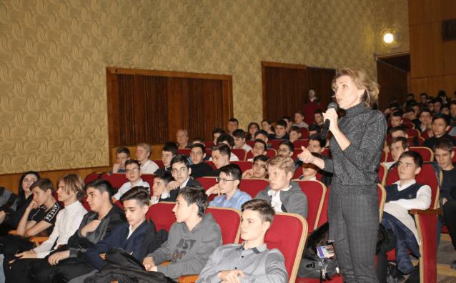 Военный комиссар городов КМВ встретился с призывной молодежью Кисловодска