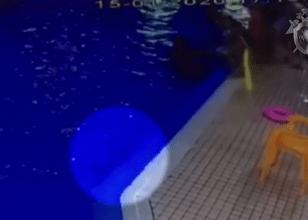 В бассейне во Всеволожске чуть не утонул ребёнок