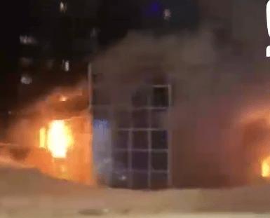 В Новосибирске горит здание крематория