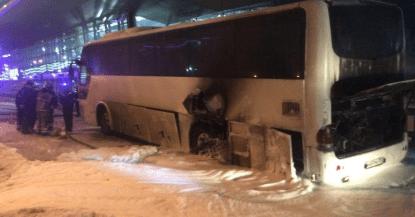 В Москве загорелся автобус перевозивший китайцев из центра