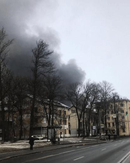 В Санкт-Петербурге горит цех по переработке резины