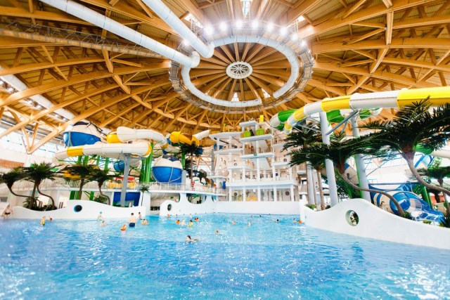 Нахлебавшийся в аквапарке воды подросток умер в больнице Новосибирска