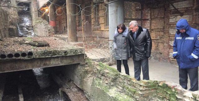 Подпорная стена и дорога могут рухнуть на Батяновском спуске в Ростове