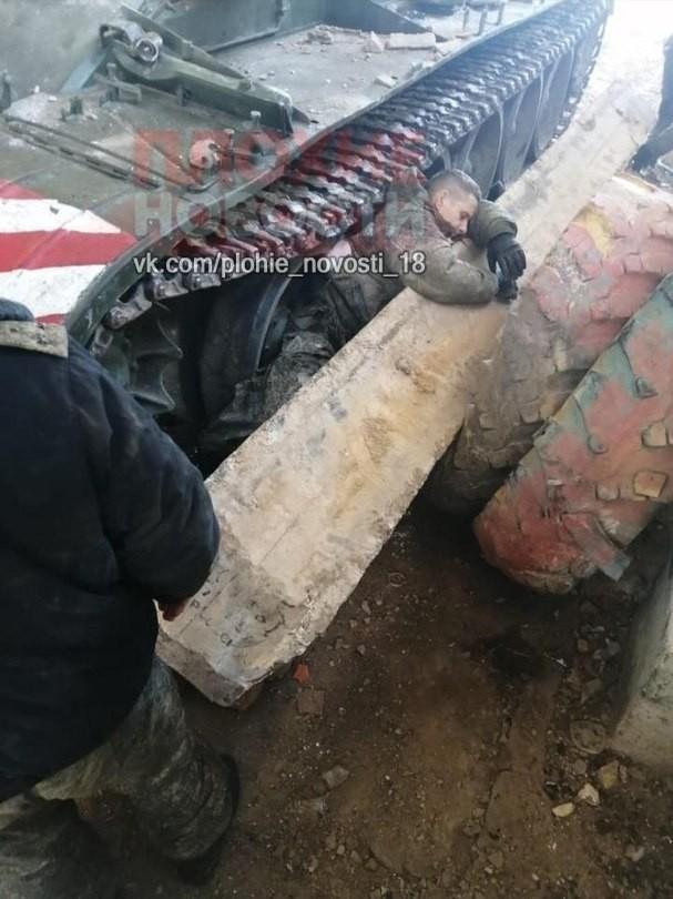 Строительная балка насмерть придавали военнослужащего в Приморском крае