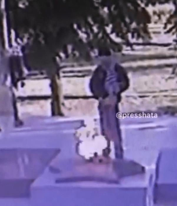 Справившего малую нужду на памятник подростка разыскали на Ставрополье