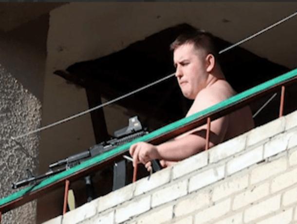 Студент открыл стрельбу из окна общежития по прохожим в Таганроге