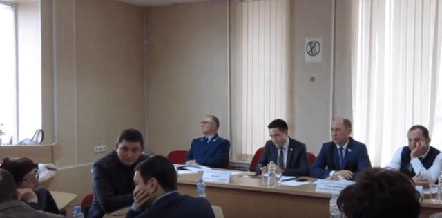 Депутаты не захотели слушать объяснения скандально известного мэра Георгиевска