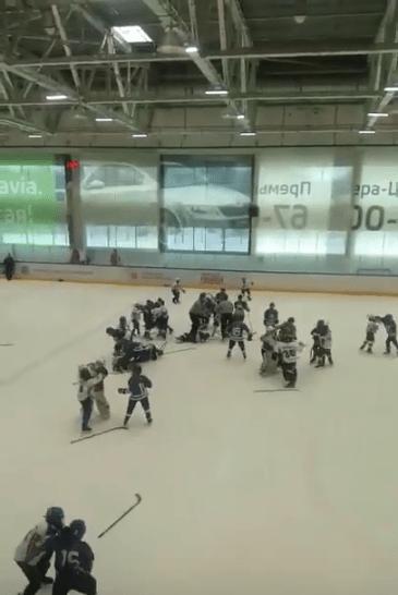 В Тольятти 11-летние хоккеисты устроили «ледовое побоище»