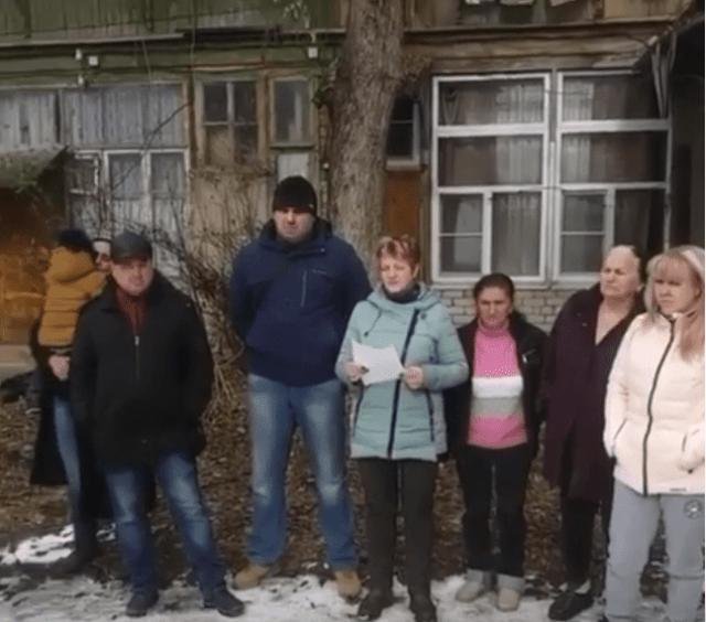 Бомжи заселяют разваливающийся дом в Кисловодске