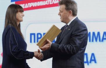 Мэр Томска каждый год награждает свою жену перед 8 Марта за благотворительность