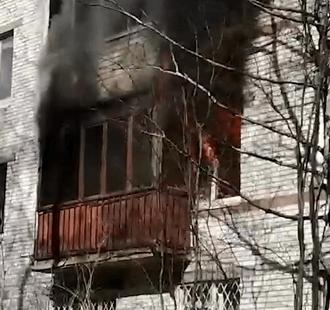 В Санкт-Петербурге на улице Стойкости серьёзный пожар в жилом доме.
