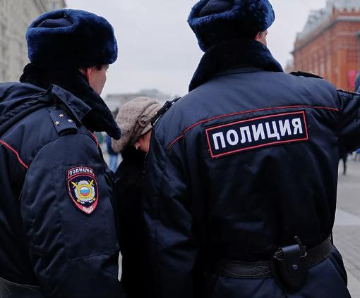 В Санкт-Петербурге полицейские ходят по квартирам и штрафуют за нарушение карантина