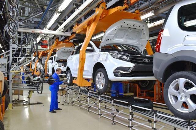 На фоне обнищания россиян «АвтоВАЗ» поднял цены на свои автомобили