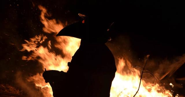 Кто и зачем сжигает свежие могилы на Лесном кладбище Екатеринбурга?