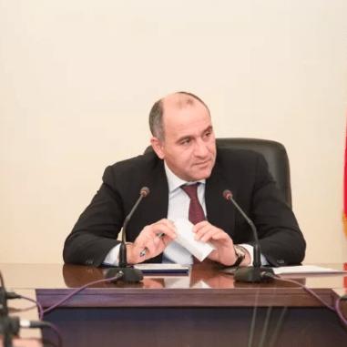 Карачаево-Черкесия стала первым регионом России, где заявили о намерениях перенести начало учебного года