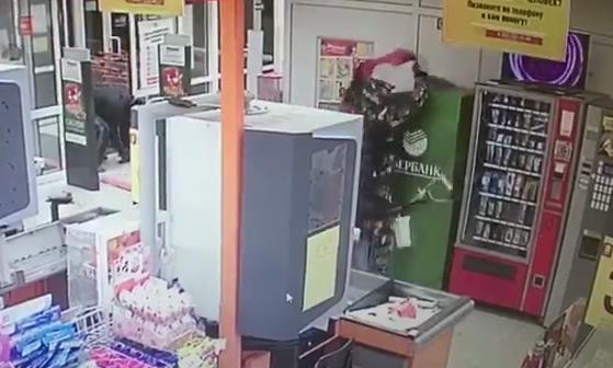 Под Екатеринбургом парни за 20 секунд украли банкомат Сбербанка