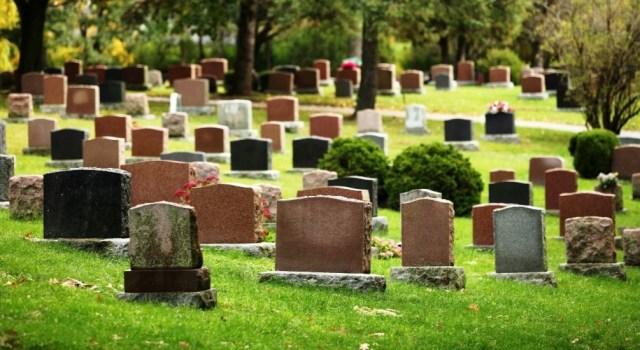 Собянин запретил посещать московские кладбища