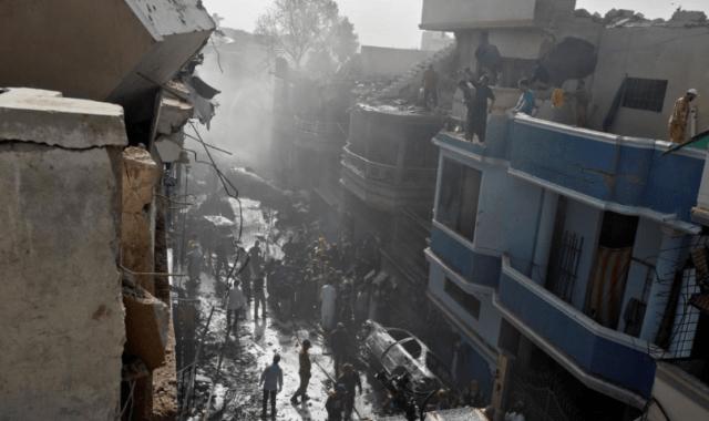 В пакистанской авиакатастрофе выжили три человека