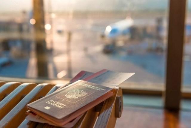 Мишустин призвал россиян не спешить на отдых за границу