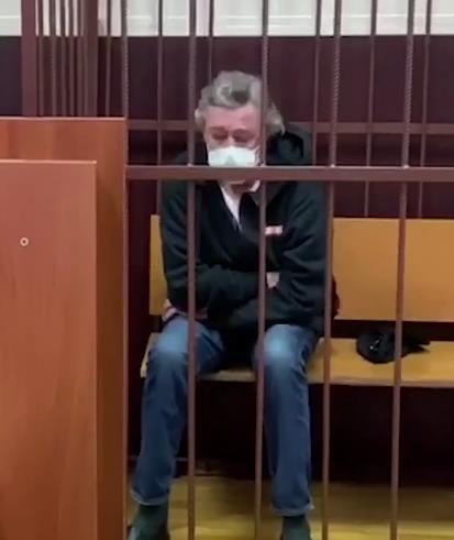 Актер после ДТП попал в суд. Что будет с Ефремовым?