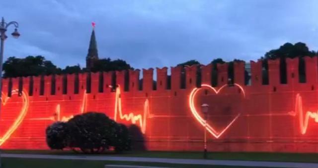 В Москве прошла репетиция красочных проекций на зданиях