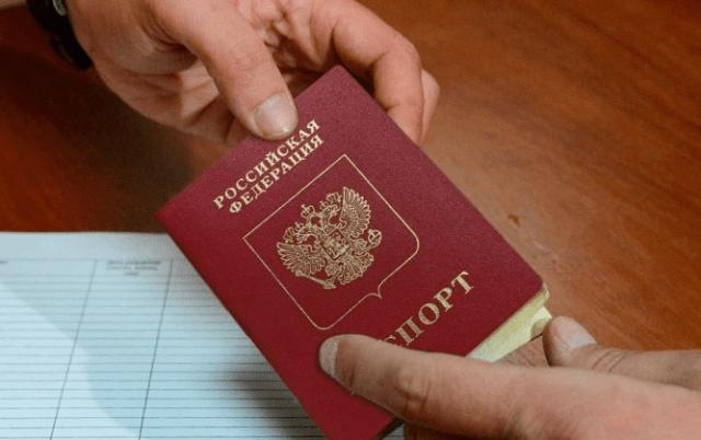 Российские банки будут обслуживать клиентов по просроченным паспортам до 30 сентября