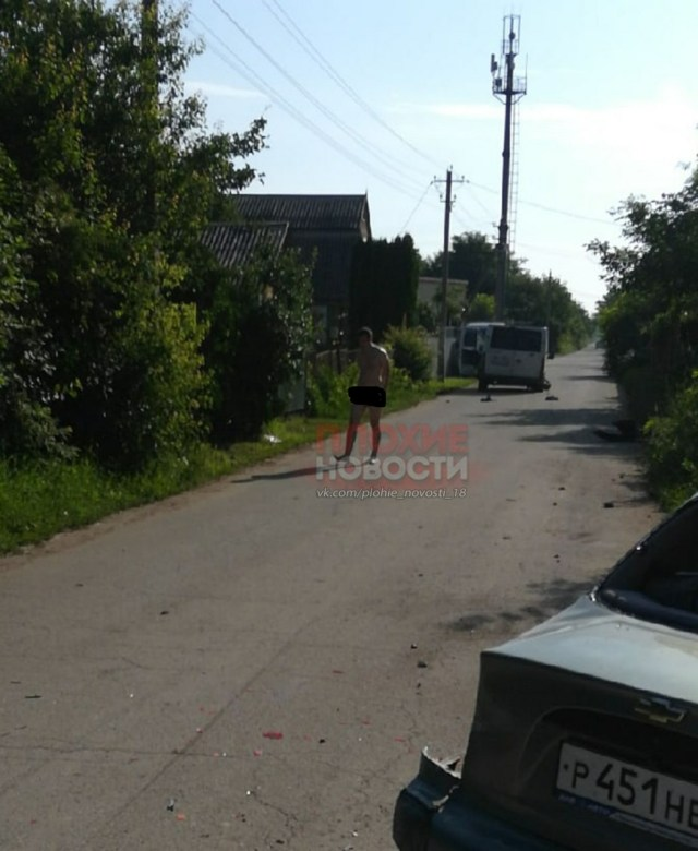 Голый участник ДТП встал на четвереньки и начал лаять в Краснодаре