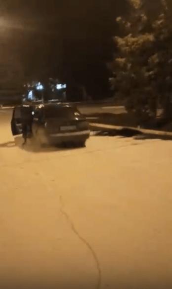 Пьяная девушка на «Хендэ» прокатила на двери полицейского в Ростовской области