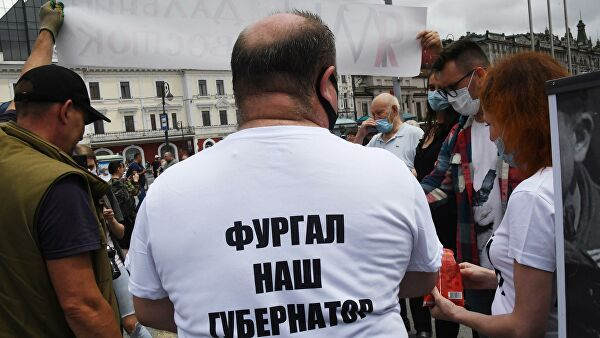 Топор и ножи забрали у участников митинга в Хабаровске