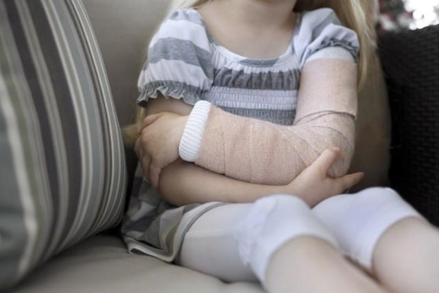Пьяный мужчина сломал руку девочке и замучил до смерти кота в Ростове