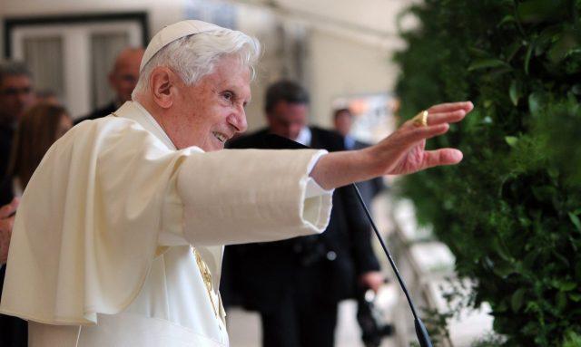 СМИ сообщили о проблемах со здоровьем у Папы Римского Бенедикта XVI