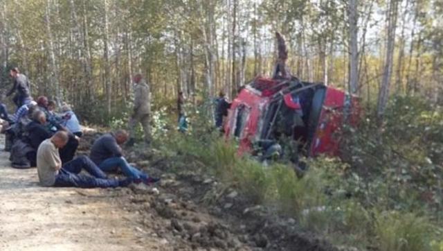 В Хабаровском крае опрокинулся автобус, в котором находились 45 человек