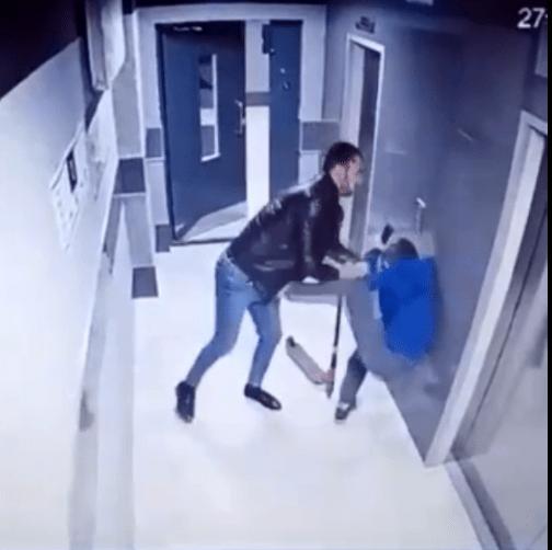 Сломавшего чужую игрушку подростка избил мужчина в Воронеже