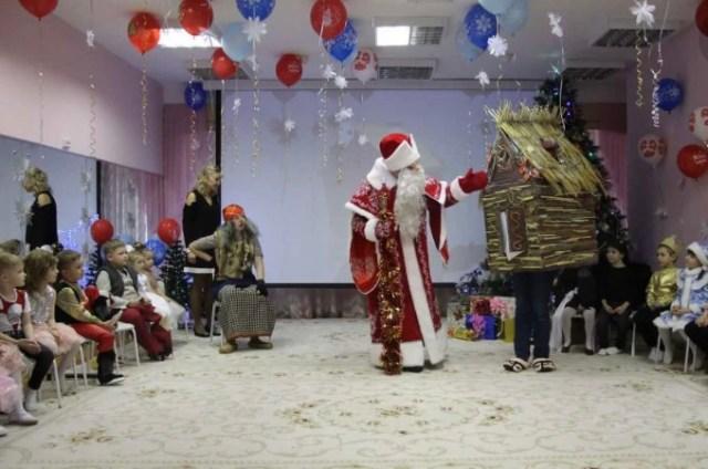 Новогодние елки в детсадах и школах Ставрополья состоятся  без родителей